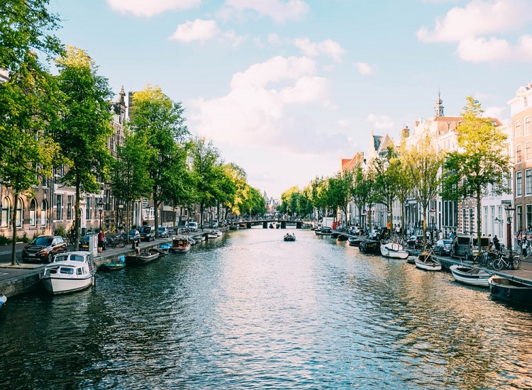 Where to Stay for Adventure Travel When Visiting Amsterdam
